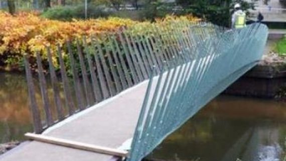 پل طبیعی ، پلی از کنف و الیاف طبیعی که برای اولین بار در هلند ساخته شد