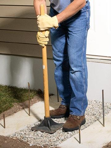 آماده سازی کف در جریان بتن ریزی پلکان